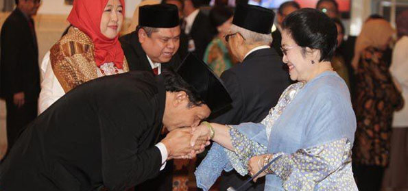 RUU HIP Ngawur! Dipo Alam Lebih Percaya Yudi Latif, daripada Ka BPIP 'yang Cium Tangan Megawati'