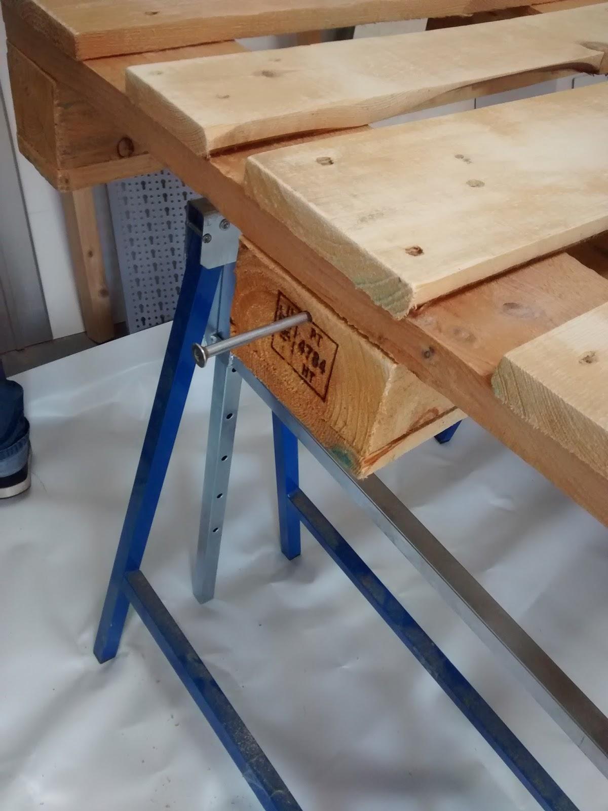 tag 4 - die paletten streichen | diypalettenbett