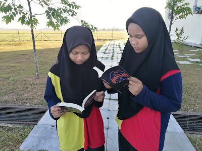 Murid seronok membaca kisah sebenar inspirasi dan motivasi 25 saintis muda Malaysia