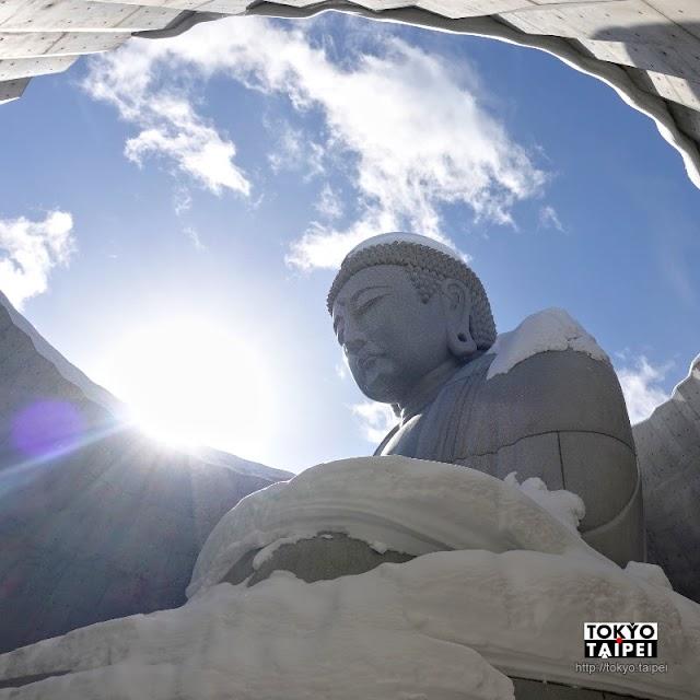 【真駒內瀧野靈園】安藤忠雄打造「頭大佛」莊嚴且壯觀 還有摩艾石像和巨石陣