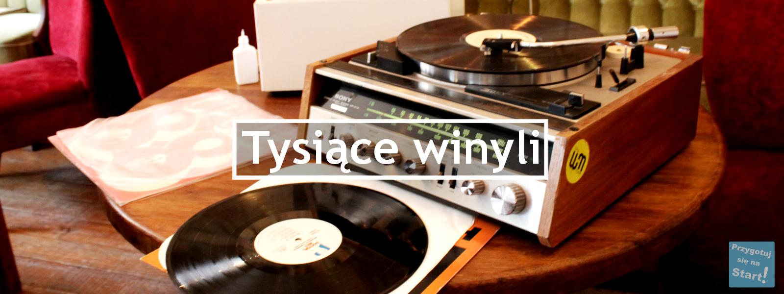 Czym jest społeczność Tysiąca Winyli? Jakie płyty można znaleźć oraz jak wyglądają spotkania dla słuchaczy muzyki winylowej? Wydarzenia dla kolekcjonerów i pasjonatów winyli! Relacja z pabu Gram Off On w Białymstoku!