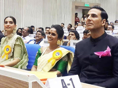 akshay-sonam-attend-national-awards-gala-with-families