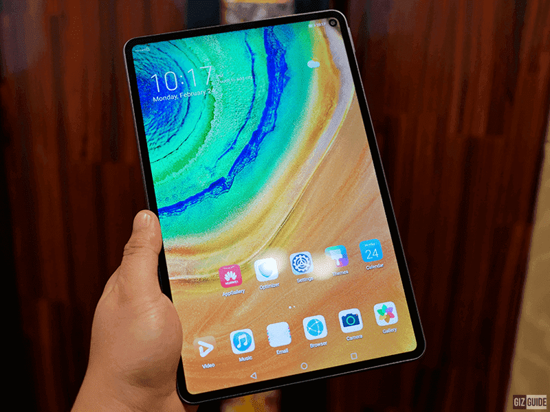 The 10.8-inch IPS screen
