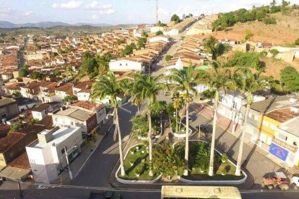 Coveiro usava cemitério como ponto de venda de drogas e armas