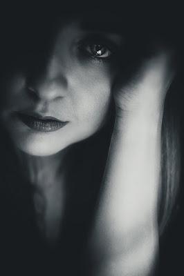 take black and white photos, black and white photography tips, take black and white photos, black and white film photography, look good in black and white photos