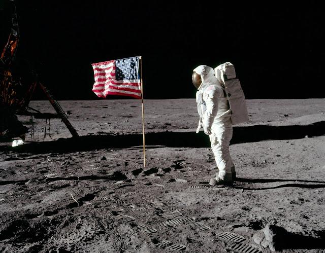 Neil Armstrong dan Buzz Aldrin asli