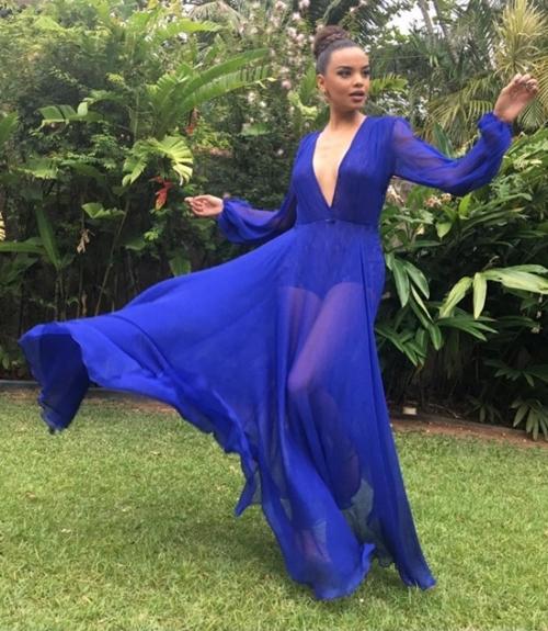 vestido de festa azul com transparência e hot pants