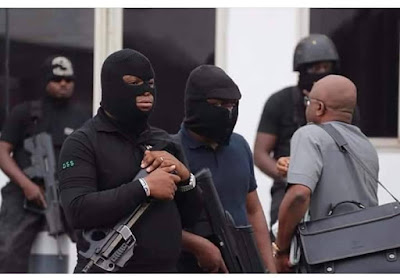 Senator's aides conveyed thugs in SUVs to attack #EndSARS protesters