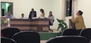 Polêmica na Câmara de Vereadores de Iretama. Vereador se retrata com eleitora