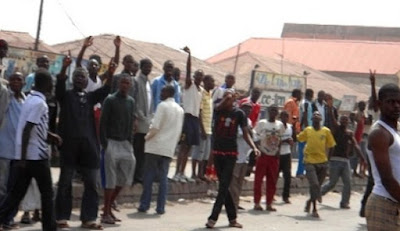 youths burn down police station zamfara