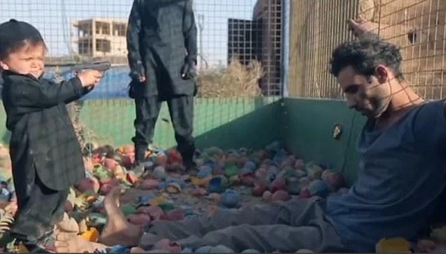 Παιδιά-εκτελεστές των τζιχαντιστών πυροβόλησαν και σκοτώσαν τρεις κρατούμενους