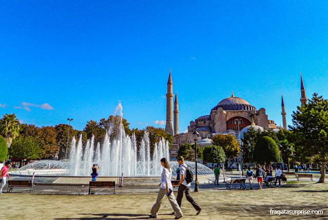 Praça de Sultanahmet e Basílica de Santa Sofia