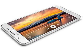 Layar Super AMOLED Samsung J7 Core