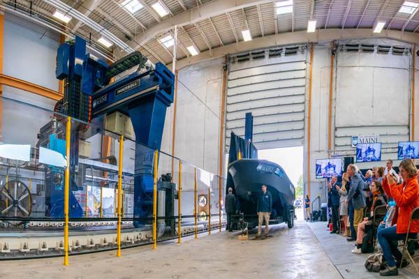 بالفيديو أكبر طابعة ثلاثية الأبعاد في العالم تصنع قاربا يبلغ طوله 25 قدما