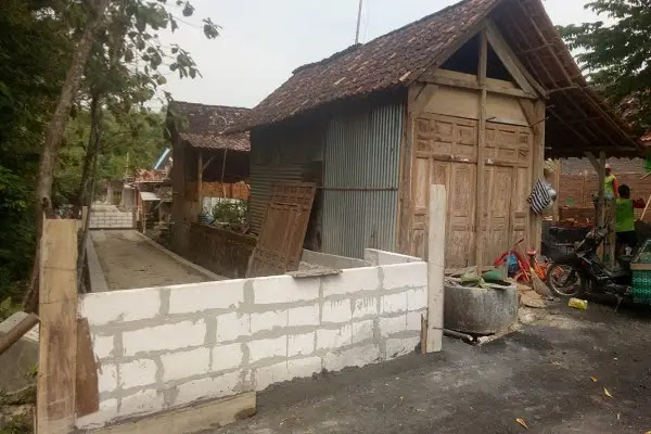 Merasa Tak Dihargai, Warga di Gading Tanon Sragen Nekat Bangun Tembok di Tengah Jalan