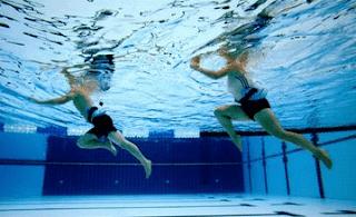 Gerakan berjalan dan berlari di air