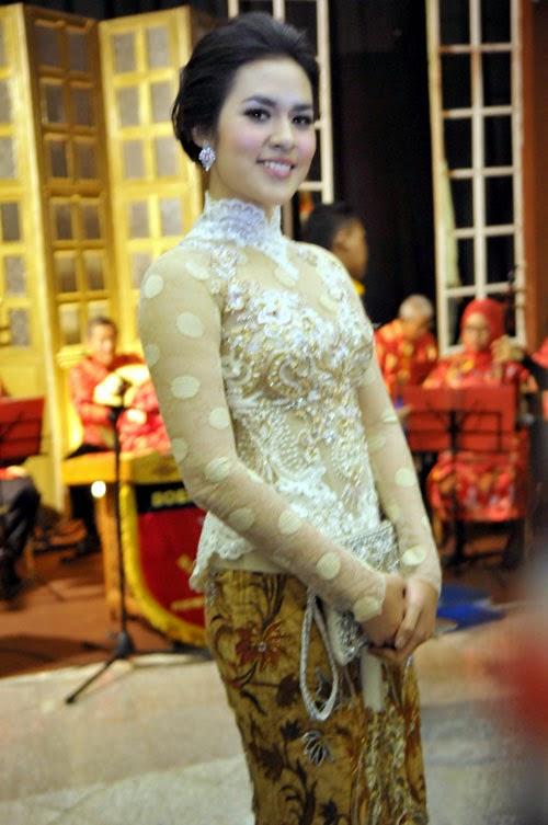 Foto Model Gaun Kebaya Raisa Artis Penyanyi Cantik Berkebaya Trend