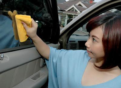 Tips Membersihkan Kaca Mobil Dengan Aman