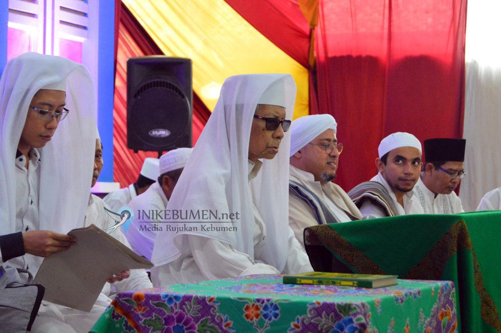 Muhammad Faiq Ditunjuk jadi Penerus Mursyid Thoriqoh Syadziliyyah Ponpes Al Falah Somolangu Wetan