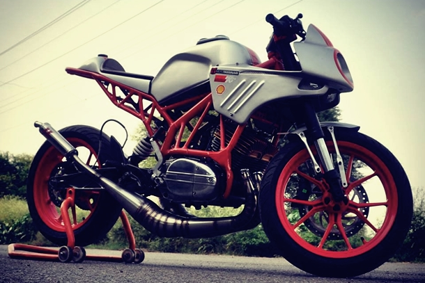 Yamaha RD 350 heart in a Duke chassis - ThrottleQuest