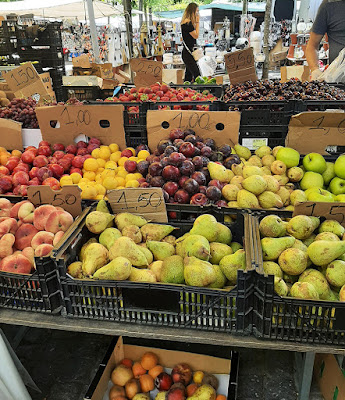 banca de frutas da Feira de Barcelos