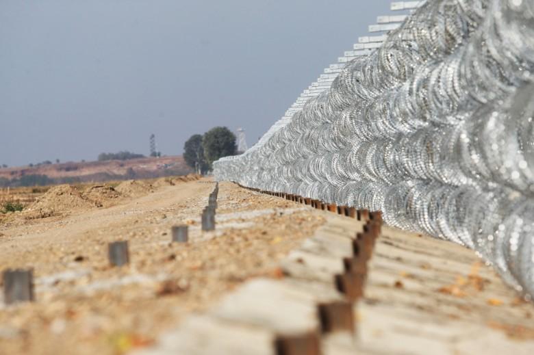 Έπεσαν οι υπογραφές για την κατασκευή νέου φράχτη στον Έβρο