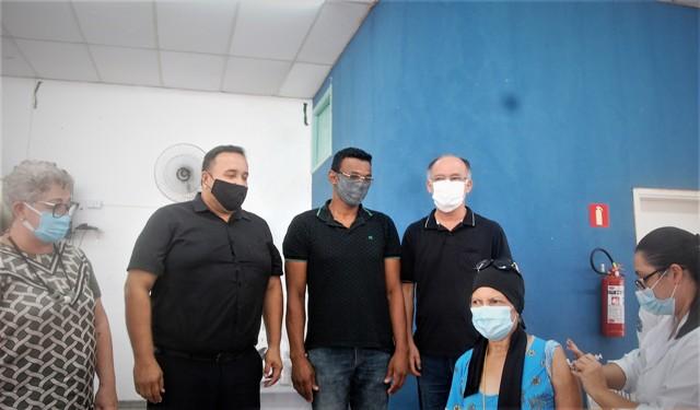 Quatro profissionais da linha de frente dos hospitais de Registro-SP foram os primeiros vacinados