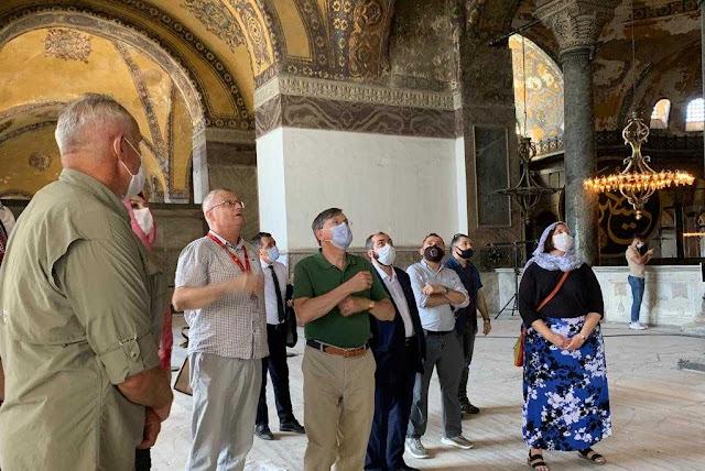Όλη η αμερικανική Πρεσβεία πήγε να… θαυμάσει την Αγία Σοφία ως τζαμί