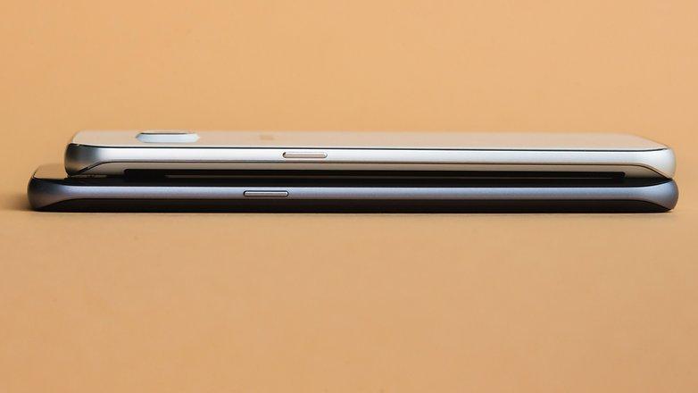 Seperti yang Anda lihat, S7 Edge lebih besar dari Edge S6