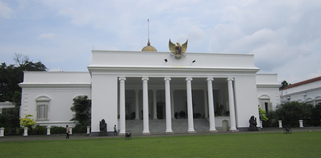 """Jalan Menunju Istana Ditutup Jelang Aski """"Jokowi End Game"""", Dipasang Barrier Beton"""