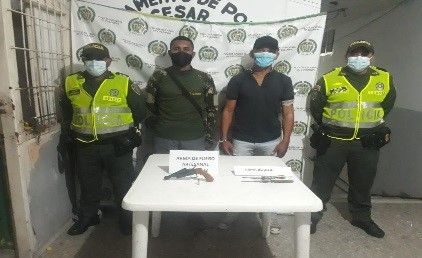 hoyennoticia.com, En el Copey andaban armados ilegalmente y en moto