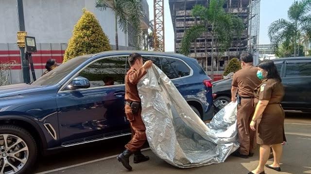 Temuan Mengejutkan di Balik Mobil Mewah Jaksa Pinangki yang Disita
