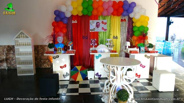 Decoração mesa festa de aniversário teens e adultas tema Carnaval