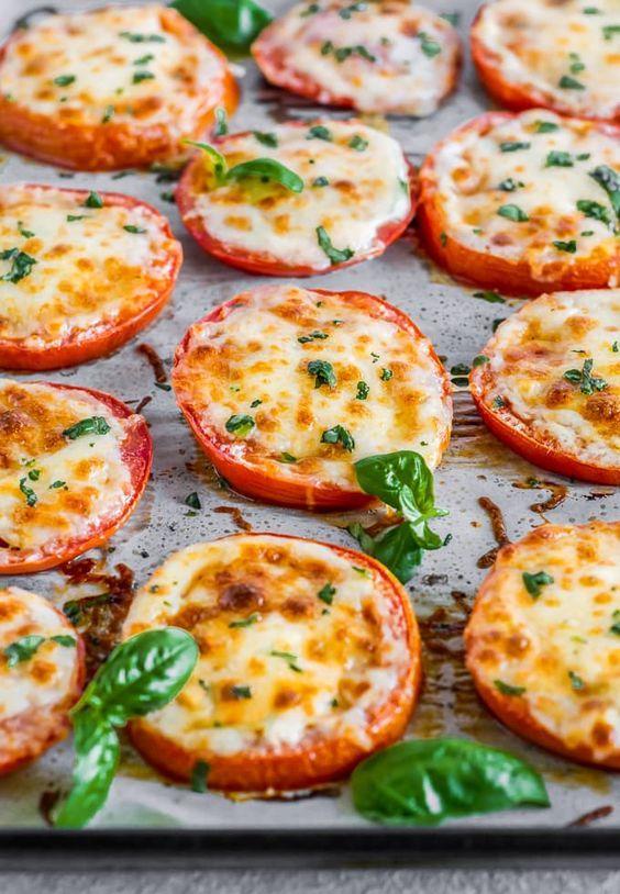 BAKED TOMATOES WITH MOZZARELLA & PARMESAN (BAKED PARMESAN TOMATOES) #baked #tomatoes #mozzarella #parmesan #delicious #deliciousrecipes #tasty #tastyrecipes