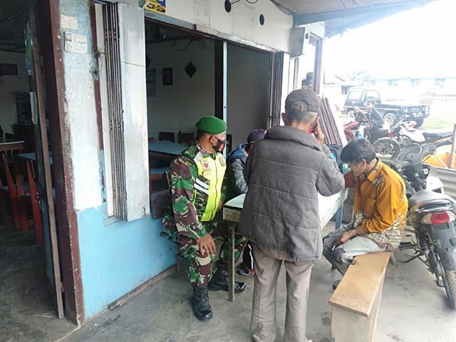 Jalin SIlaturahmi Dengan Perangkat Nagori, Personel Jajaran Kodim 0207/Simalungun Laksanakan Komsos Dengan Warga
