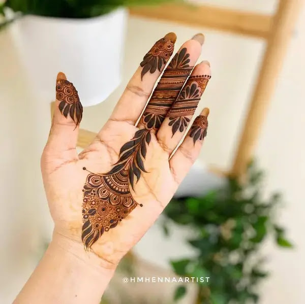 Stylish-leaves-henna-design