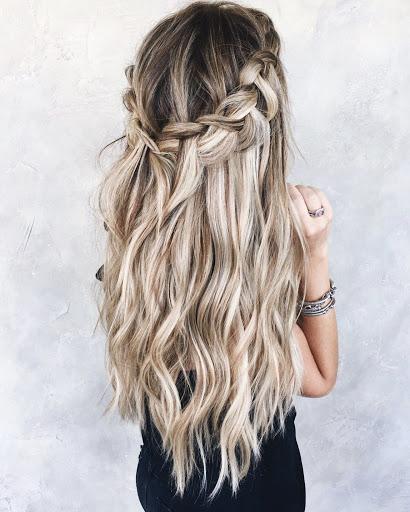 Trenzas bonitas con cabello suelto