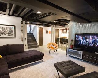 sala decorada en sótano