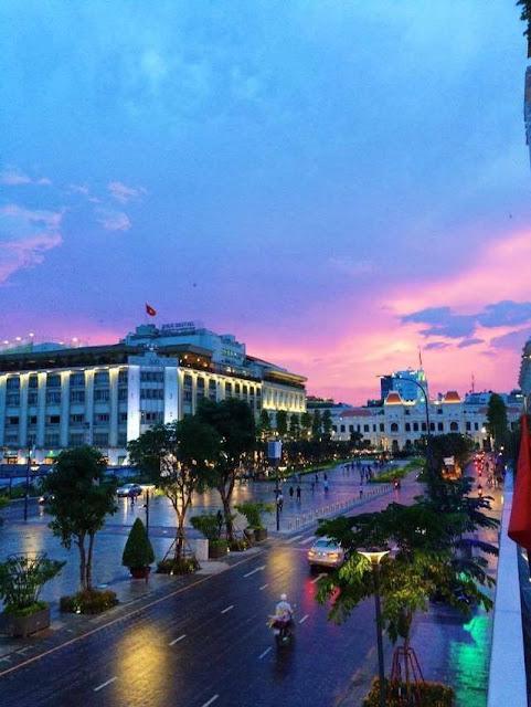 5 địa điểm uống cà phê và ngắm phố đi bộ từ trên cao ở Sài Gòn - 1