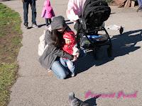茉莉跟鴿子玩耍