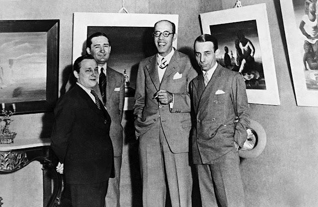 Portinari com os amigos Antônio Bento, Mário de Andrade e Rodrigo Mello Franco de Andrade, na exposição de suas obras no Palace Hotel, Rio de Janeiro. 1936.
