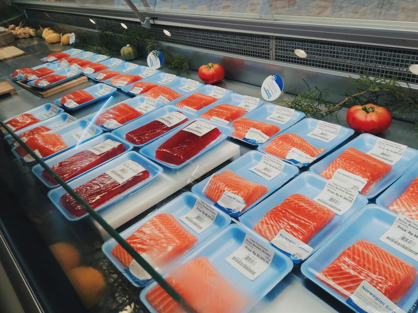 Allysa & Sushi : Sejarah Tak Perlu Berdarah - Salmon Tuna