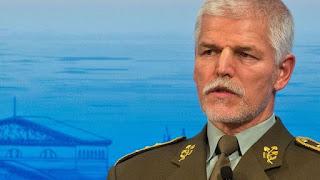 Ο επικεφαλής της στρατιωτικής επιτροπής του ΝΑΤΟ τάχθηκε υπέρ της βελτίωσης των σχέσεων με τη Ρωσία