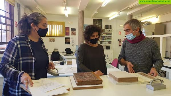 El Cabildo restaura dos libros de los siglos XVIII y XIX de la Biblioteca Insular José Pérez Vidal