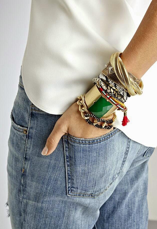 O poder dos acessórios - conjunto de pulseiras dourado