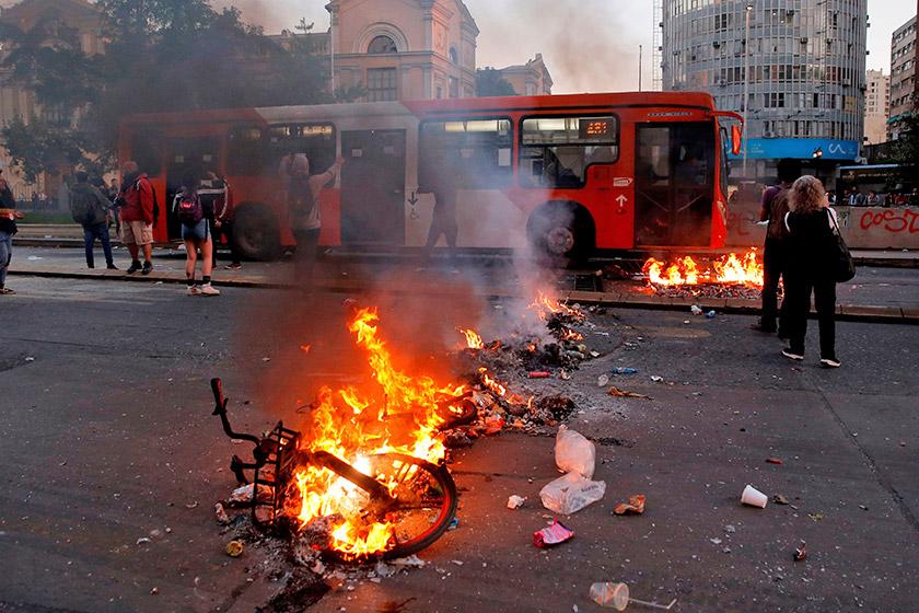 Барикади демонстрантів на одній з вулиць столиці