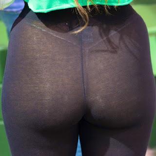 Sexy mujer nalgona leggins transparentes