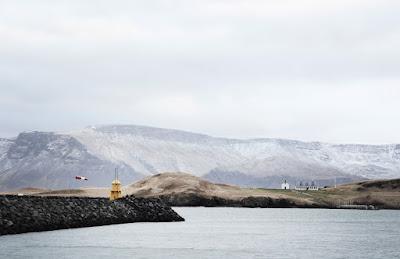 Vista de la costa de la isla de Viðey