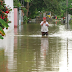 Afectados por lluvias e inundaciones en Tabasco duermen en carretera