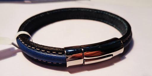 Pulsera de piel color azul, con cierre pulsador de acero